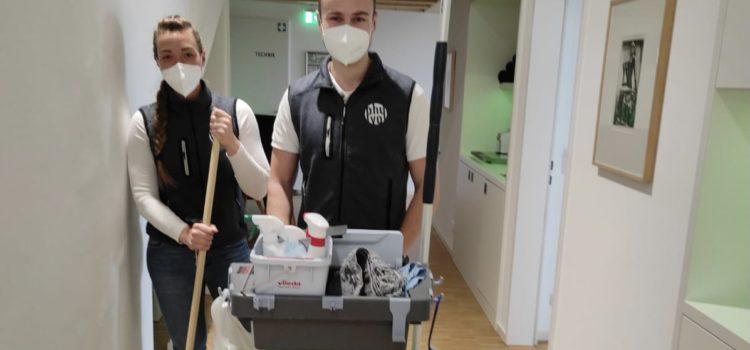 Bis wir eine Reinigungskraft gefunden haben, hilft das phyvoTEAM zusammen